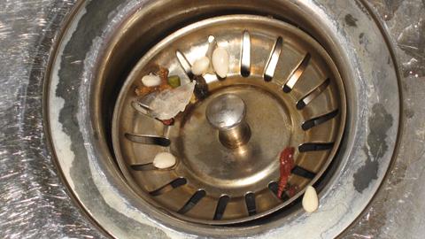 keittiön lavuaarin vesilukko