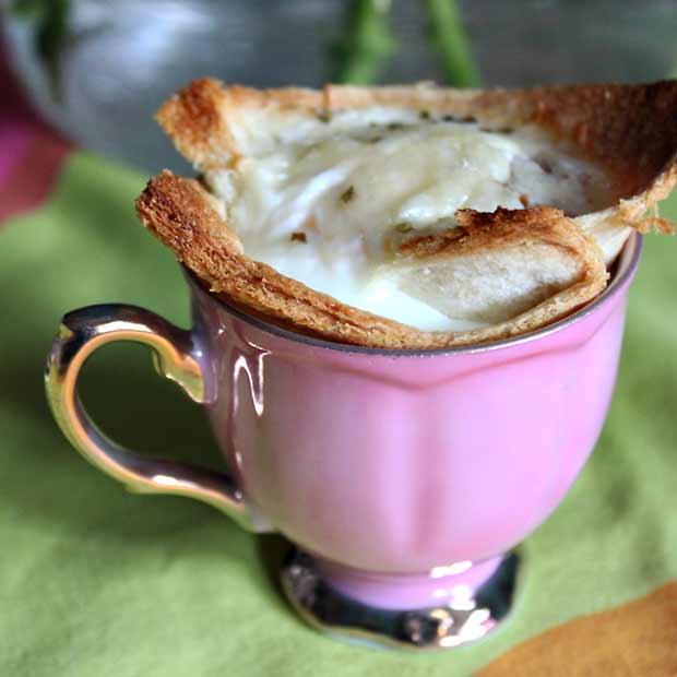 Croque Madame muffini eli paahtoleipää ja kananmunaa